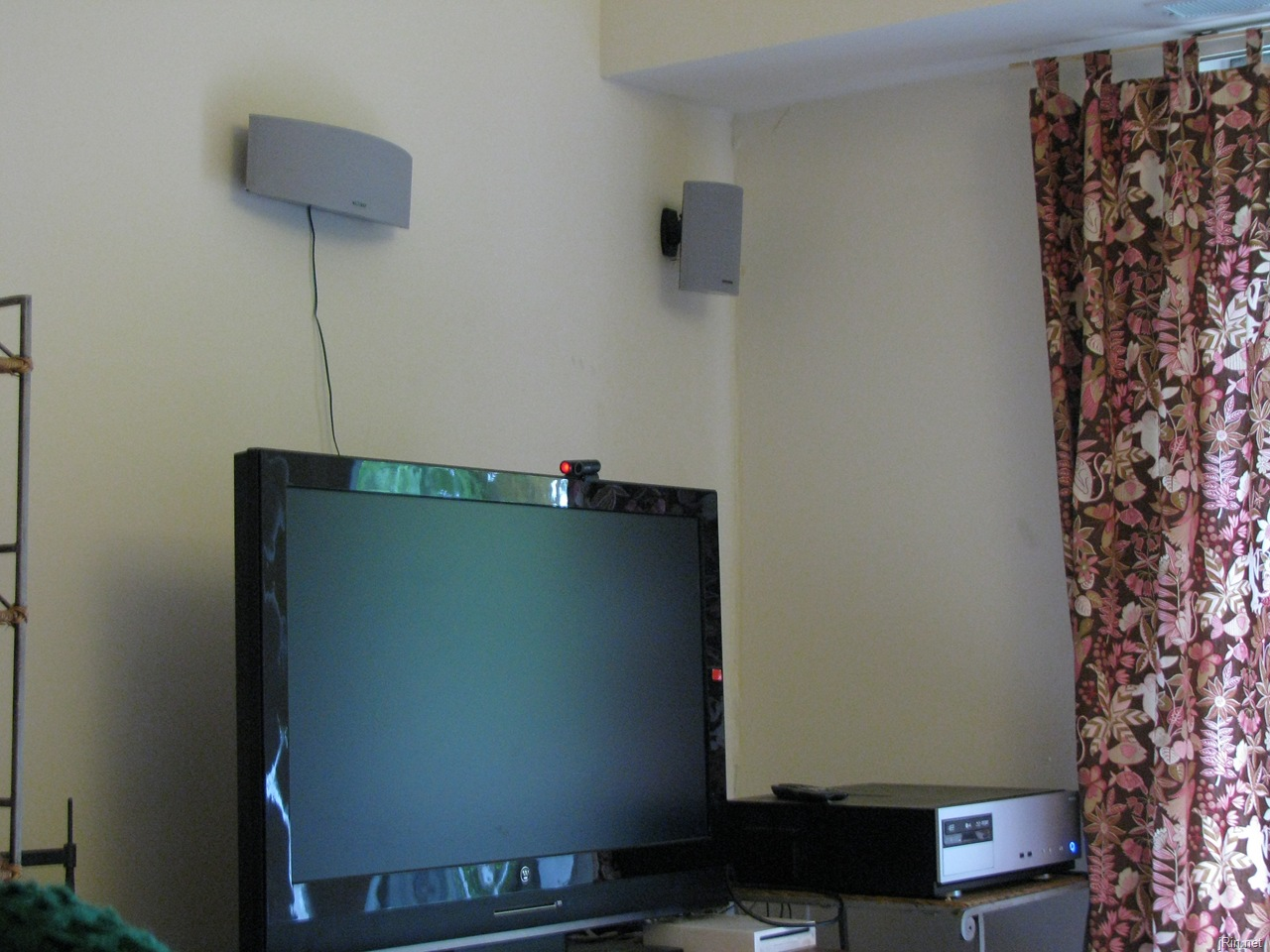 How to hide wall mounted speaker wires in your apartment for under ...